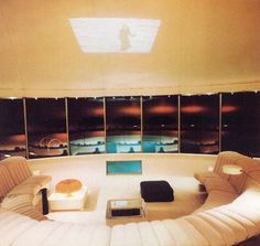 Villa Spies: designed 1969 by Swedish architect Staffan Berglund for Danish businessman Simon Spies. It is located on the crest of a rock at Torö, Sweden. 70s Decor, Futuristic Interior, Interior And Exterior, Interior Design, Vintage Interiors, Googie, Decoration, Foto E Video, Sweden
