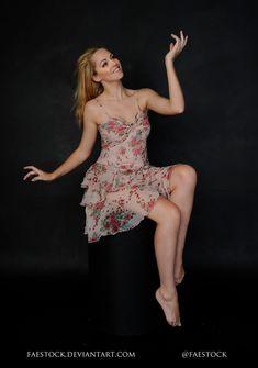 Картинки по запросу female sitting pose reference