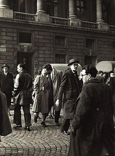 """( Scan) Robert Doisneau- """"Le Baiser"""", Paris ( 1950s)."""