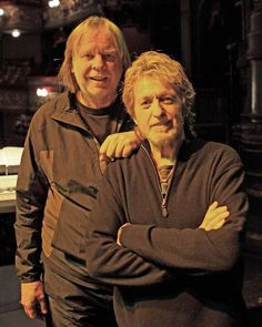 Rick Wakeman & Jon Anderson YES A classier pair of friends I have yet to see! Yes Music, Music Icon, Yes Band Members, Jon Anderson Yes, Chris Squire, Nostalgic Music, Rick Wakeman, Photography Movies, Rock Groups