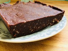 Brownie cru – Simplement Cru Desserts Crus, Raw Desserts, Raw Food Recipes, Dessert Recipes, Vegan Plate, Gateaux Vegan, Raw Brownies, Clean Eating Desserts, Raw Chocolate