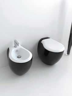 Blend, design Meneghello Paolelli Associati. Black & White. #bagno #bathroom #design #decor #white #black  #sanitaryware #Artceram