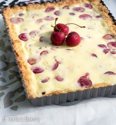 Kirsikkapiirakka on nopea vierasvara. Sen voi tehdä myös osittain valmiiksi jääkaappiin seuraavaa päivää ajatellen. Tarjoile piirakka vaniljavaahdon kanssa. Finnish Recipes, Sweet Pastries, Sweet Pie, Piece Of Cakes, Sweet Cakes, Bakery, Sweet Treats, Deserts, Good Food