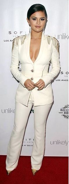 Love love this white outfit!