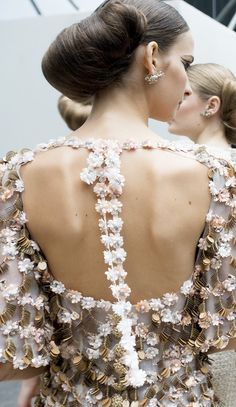 Chanel Spring 2016 Haute Couture - the detail Chanel Fashion, Couture Fashion, Runway Fashion, Fashion Show, Fashion Fashion, Fashion Outfits, Fashion Trends, Couture Details, Fashion Details