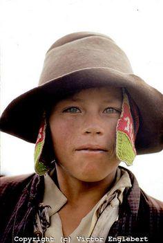 The Children of Peru. Pampa de Cangallo (near Ayacucho). Green-eyed Morochuco boy. #kiwibemine #pinittowinit