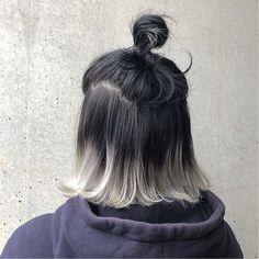 モノトーンカラー  上は地毛のまま、毛先のみインナーでブリーチ2回に  ブルーバイオレットとホワイトをたっぷりと