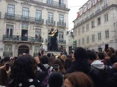 Thirty Seconds To Mars surprised their Portuguese fans with a free mini-concert in Largo de Camões, Lisbon, Portugal  http://www.tvi24.iol.pt/multimedia/oratvi/multimedia/imagem/id/13992156/485