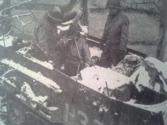 Demi piste de 2nd Armored un tir de mortier directe à l'ennemi des points forts à la périphérie de Amonines.