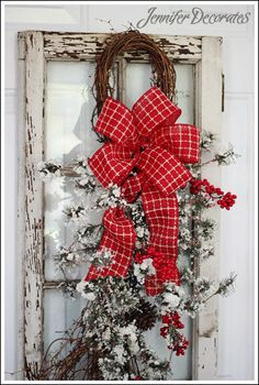 48 Amazing Christmas Decoration Ideas for Your Windows - Decoralink Christmas Swags, Christmas Love, Country Christmas, All Things Christmas, Winter Christmas, Vintage Christmas, Christmas Ideas, Holiday Crafts, Holiday Decor