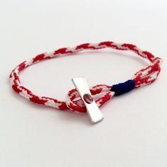 _Αντρικός μάρτης με ιδιαίτερο κούμπωμα. _Η θηλιά είναι δεμένη με μπλε κορδόνι και κλείνει με την μεταλική μπάρα. Bracelet Making, Jewelry Making, Handmade Bracelets, Friendship Bracelets, Leather Bracelets, Ropes, Snowman, How To Make, March