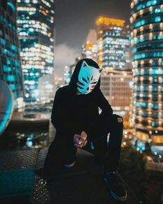 Awesome shot but not the right colors. Slightly more saturated backdrop Mode Cyberpunk, Character Inspiration, Character Design, Illustration, Urban Photography, Capture Photography, Shadowrun, Hypebeast, Cool Art