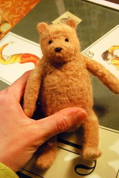 """VIDEO TUTORIAL:  NEEDLE FELTING """"POOH BEAR"""" [PART 5 of 7] by BETH STONE STUDIO -- January 26, 2011 -- [9.57 minutes] -- [TO VIEW:  Press PLAY button once Beth's Studio internet page opens.]    [V/T; V/c]"""