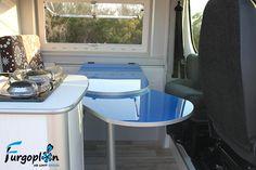 Mesa con módulo extensible hasta el asiento del copiloto.  www.furgoplon.com