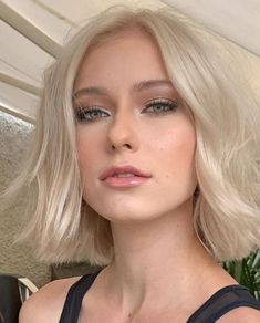 The medium-sized bob haircut, which is aligned longer than the chin and shorter than the neck end, does not cause strange images as it grows. Blond Hairstyles, Bob Hairstyle, Wedding Hairstyles, Short Blonde Haircuts, Blonde Bob Haircut, 1940s Hairstyles, Lob Haircut, Wedding Updo, Formal Hairstyles