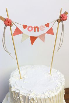 Add a little whimsy to your little ones first birthday cake...One cake topper + a five flag banner in matching colors. Made from 100% wool felt.