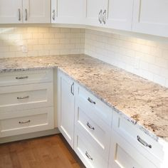 Kitchen Countertops Remodeling Alaska White Granite Home Design Ideas, Pictures, Remodel and Decor - White Cabinets White Countertops, Brown Granite Countertops, Outdoor Kitchen Countertops, Kitchen Countertop Materials, White Kitchen Cabinets, Kitchen Redo, New Kitchen, Kitchen Ideas, Granite Backsplash
