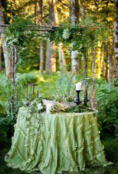 Enchanted garden party / Magical fairytale gardening outdoor decor / decorating table display / Midsummer dream  (source: www.rebeccadryer.com)