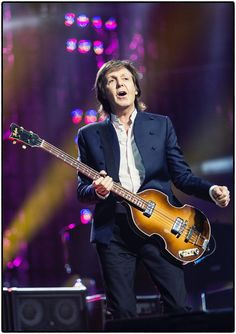 Paul McCartney: One On One on Jul 2017 in Tampa, FL at Amalie Arena. Paul McCartney has added a massive new run of U. dates to his One On One tour. Paul Mccartney 2017, Paul Mccartney New Album, Paul Mccartney Guitar, Paul Mccartney And Wings, Guitar Guy, Guitar Tabs, Nassau Coliseum, Les Beatles, Black And White