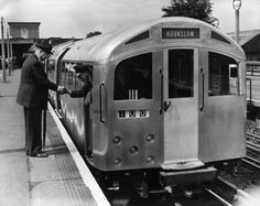 1957 Sir John Elliott, Chairman of the LTE shaking hands with the driver of the new prototype 'silver' tube train at Northfields station on the Piccadilly line London Underground Train, London Underground Stations, Underground Map, Vintage London, Old London, Blitz London, London City, Tube Train, Ancient Greek Architecture