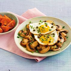 """Kohlenhydratfreies Abendessen, das schlank und satt macht. Statt der """"üblichen Kartoffeln"""" gibt es gebratene Champignons."""