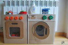cocinita y lavadora de cartón · cardboard play kitchen and washmachine by glarmknits