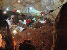 Excavaciones en busca de restos humanos prehistóricos. ABC
