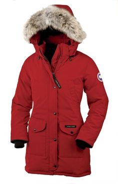 The Canada Goose Trillium Lady Parka is a feminine down parka with top quality materials and design. Highly durable and moisture-repellent Arctic Tech poly-cotton shell fabric with Teflon coating Downproof nylon liner Practical pockets Extremely warm down insulation Heavy-duty zippersadjustable hood and sturdy rib knit cuffs The hood ruff is made of wild coyote fur: Canada Goose does not use products from fur farms www.ScandinavianO...