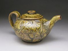 Carved teapot with ash glaze - Michèle Hastings