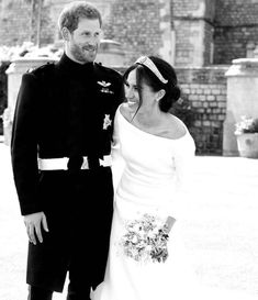 Prince Harry and Meghan Markle shared a never-before-seen photo from their wedding Prinz Harry Meghan Markle, Meghan Markle Prince Harry, Prince Harry And Megan, Royal Brides, Royal Weddings, Rihanna, Beyonce, Givenchy Wedding Dress, Wedding Portraits