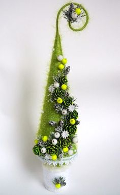 styrofoam cone with wire on top Nordic Christmas, Christmas Tree Themes, Christmas Mood, Christmas Balls, Rustic Christmas, Christmas Tree Decorations, Christmas Wreaths, Christmas Ornaments, Christmas Craft Projects