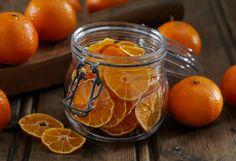 Tørket frukt og bær er ypperlig til kveldskosen og en god erstatning for vanlig snacks og godteri. Tørkede hele bær kan også f.eks. brukes i bakverk som et alternativ t...