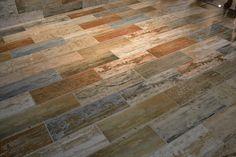 Piso de porcelanato imita madeira de demolição em várias cores - Pamesa