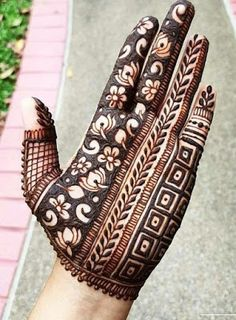We bring you this curated list of new and trendy arabic mehendi designs that is sure to brim you with inspiration. These latest mehndi patterns are sure to make you grab all the attention at any event you attend so, be ready to stay in the spotlight. Khafif Mehndi Design, Latest Arabic Mehndi Designs, Stylish Mehndi Designs, Latest Bridal Mehndi Designs, Full Hand Mehndi Designs, Mehndi Designs For Beginners, Mehndi Design Photos, Wedding Mehndi Designs, Mehndi Designs For Fingers