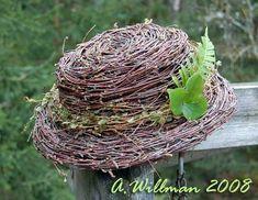 Risutyöt | Risulinnun pesässä Chicken Wire Crafts, Willow Weaving, Garden Decor Items, Outdoor Crafts, Nature Crafts, Yard Art, Amazing Gardens, Garden Inspiration, Grape Vines