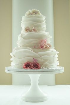 Round Wedding Cakes - edging in an ombre pink as well as the sugar roses. Beautiful Wedding Cakes, Gorgeous Cakes, Pretty Cakes, Amazing Cakes, Dream Wedding, Trendy Wedding, Spring Wedding, Whimsical Wedding Cakes, Elegant Wedding Cakes