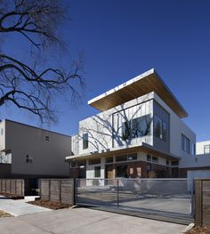 Shift Top House. Architects: Meridian 105 Architecture. Location: Denver, Colorado, USA. Photographs by Raul J. Garcia.