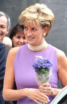 Princess Diana Hair, Princess Diana Fashion, Princess Diana Pictures, Princess Of Wales, Princess Diana Jewelry, Cecilia Garcia, Animal Print Swimsuit, Elisabeth Ii, Princes Diana