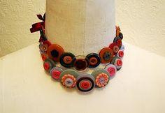 Quick button necklace tutorial...