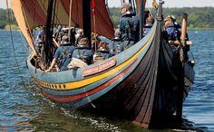 Havhingsten og den godt 60 mand store besætning tager på en tre uger lang sejlads i