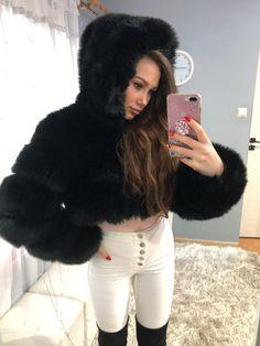 Fur Hats, Fur Clothing, Fox Fur Coat, Fur Fashion, White Jeans, Sexy Women, Ootd, Long Hair Styles, Leather