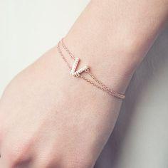 Bracelet VEGAS (69€ TTC) en plaqué or 18 carats rose dans sa version « Sublime » à la silhouette XS. Votre bijou PHEBUS&Co est garanti 2 ans et vous est livré dans un pochon à l'intérieur de l'écrin magnet. Réf : 66300002R #mode #fashion #phebusandco #necklace #collier #colliers #bracelet #bracelets #ring #rings #jewelry #jewelrydesign #lifestyle #bijou #bijoux