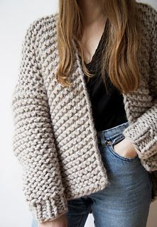 8 patrons pour tricoter un pull oversize Cardigan Wooly Young Thing – Wool and the Gang Knit Cardigan Pattern, Chunky Knit Cardigan, Cardigan Oversize, Knitting Designs, Knitting Patterns, Crochet Pattern, Big Knits, Garter Stitch, Knit Jacket