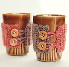 Cup cozies in crocheting and knitting patterns