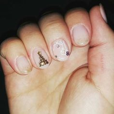 Christmas nails, christmas tree, glitter nails, christmas ornament nails