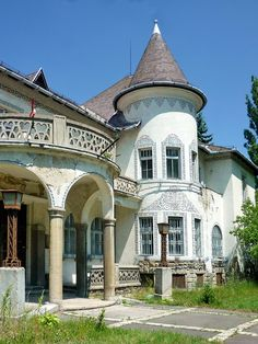 Hungarian Art Nouveau building in decay by elinor04 mostly off, via Flickr Tatabánya