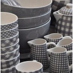 Like this tableware in grey very much