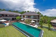 Take a look at the Bali villa retreats. Here the Bali luxury villas are connected to each other by a small private passage, giving you a chance to have 12 double rooms with all their private bathrooms.