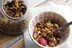 Zelf granola maken - 200 g havervlokken ipv 150, eerder 15-20 min in de oven dan 25.