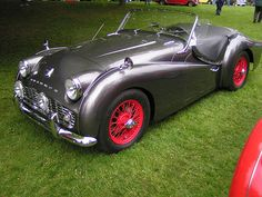 Triumph In Silver With Classy Red Wheels -- Car Pictures Vintage Sports Cars, British Sports Cars, Vintage Cars, Vintage Type, Triumph Tr3, Triumph Spitfire, Classic Motors, Classic Cars, Coventry